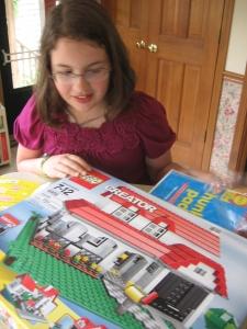 presentOoooh, a new lego house to build